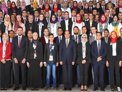 الرئيس السيسي مع الشباب