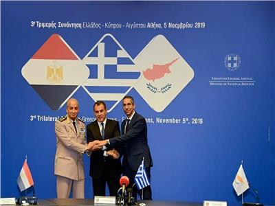 صورة لوزراء دفاع الدول الثلاث