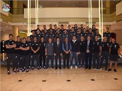 وزير الرياضة والجنايني في صورة جماعية مع لاعبي المنتخب الأولمبي