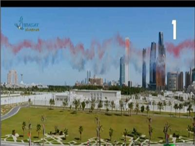 الطائرات ترسم علم مصر في سماء أبوظبي لحظة وصول الرئيس السيسي