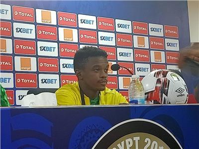 تيبو موكوينا لاعب منتخب جنوب إفريقيا الأوليمبي