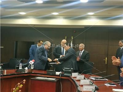 وزير النقل يشهد توقيع عقد توريد 50 جرارا جديدا وتحديث 50 أخرى مع PRL الأمريكية