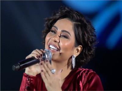 شيرين تتألق بـ«الأحمر» في حفل «موسم الرياض»
