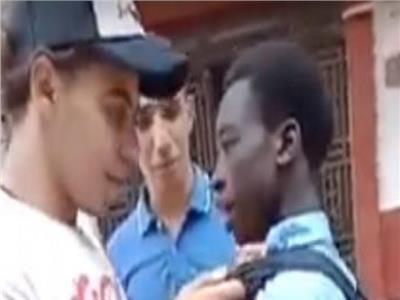 بعد القبض عليهم.. شهود واقعة التنمر بـ«الطالب الأفريقي» يكشفون تفاصيل جديدة