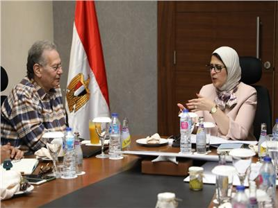 جنب من اجتماع د.هالة زايد مع قيادات وزارة الصحة