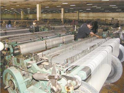 إعادة الحياة للتصدير.. تفاؤل بمستقبل الصناعة بعد مبادرة «المركزي»