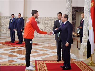 الرئيس السيسي يستقبل رمضان صبحي وأبطال المنتخب الأوليمبي