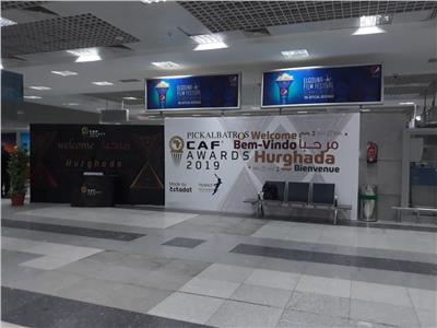 لافتات الكاف والحفل تزين مطار الغردقة