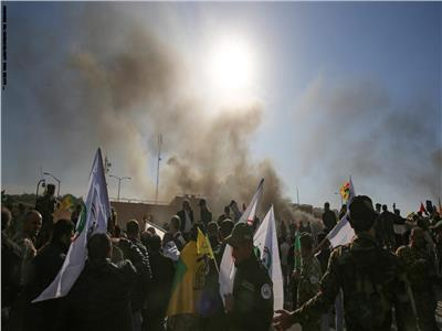 المحتجين في العراق امام السفارة الأمريكية في بغداد