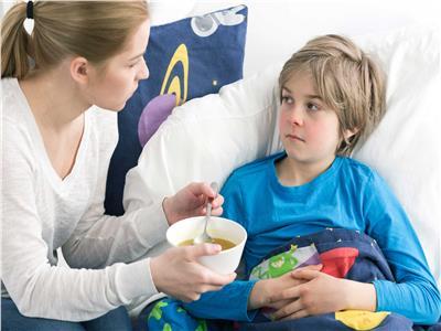 «البيض والسمك واللبن» حقيقة تناول الأطفال لأكلات تزيد أدوار البرد