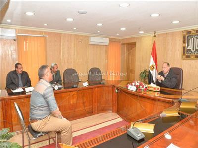 محافظ أسيوط يلتقى مواطن ضمن اللقاء الأسبوعي