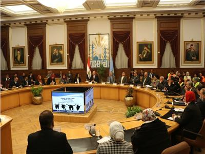محافظ القاهرة : تنظيم مؤتمر للشباب لإعلان فرص عمل