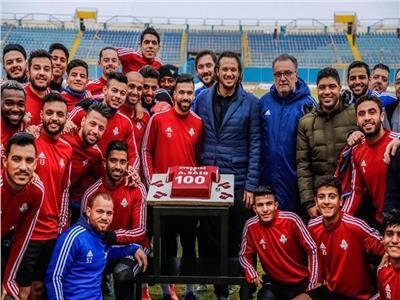 بيراميدز يحتفل بدخول عبد الله السعيد نادي المائة