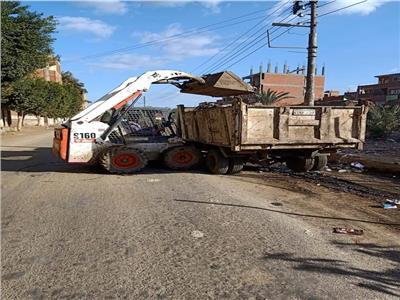 رفع ٣٢ طن من القمامه بمركز الشهداء بالمنوفيه