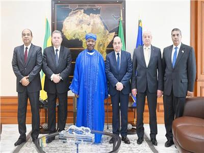 وزير قطاع الأعمال العام يلتقي الرئيس الجابوني
