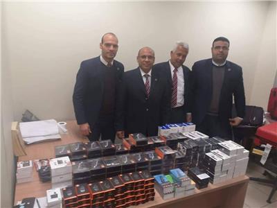 جمارك مطار القاهرة تحبط محاولة تهريب كمية من الشيش الإلكترونية