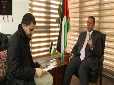 سفير فلسطين مع محرر بوابة أخبار اليوم (تصوير: محمد عيسوي)