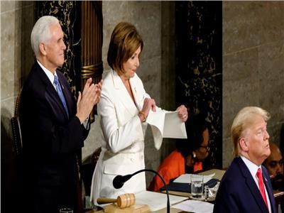 نانسي بيلوسي تمزق خطاب ترامب
