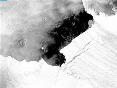 انفصال الجبل الجليدي عن جبل باين أيلاند القطبي الجنوبي