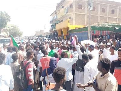صورة من الاحتجاجات أمام القصر