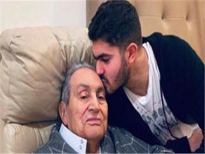عمر علاء مبارك مع الرئيس الراحل حسني مبارك