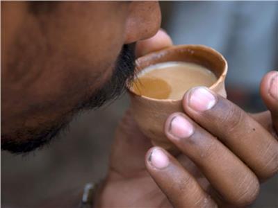 سكر وزعفران وهيل.. شاي الكرك «روشتة» مزاج الإماراتيين