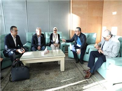 وزراء الصحة والسياحة والطيران في مطار الأقصر مع المحافظ