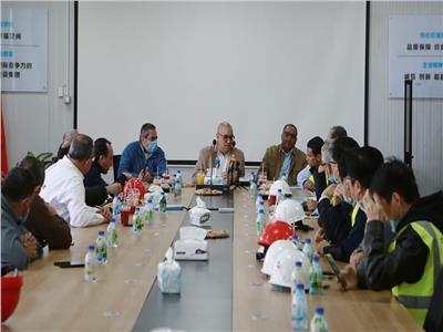 مسئولو الإسكان بـ«الكمامات» في منطقة الشركة الصينية بالعاصمة الإدارية