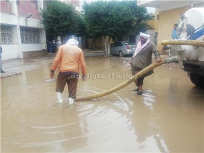 غرق مستشفى بهتيم المركزي بشبرا والمحافظة تدفع بسيارات لشفط المياه