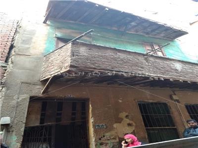 إخلاء عقار من السكان بعد انهيار سقفه بالسيدة زينببسبب أمطار «منخفض التنين»