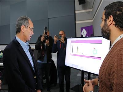 وزير الاتصالات يتفقد مركز المراقبة والتحكم لشبكة المصرية للاتصالات