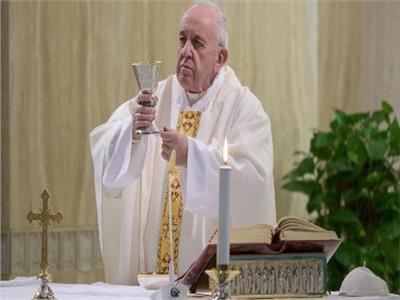 اجراس الاحد ... البابا فرنسيس يصلي من اجل المساجين
