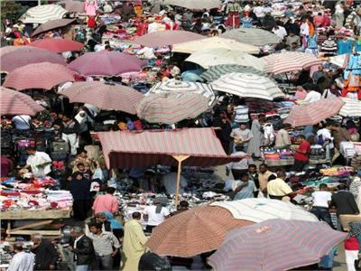 الأسواق الشعبية بؤر انتشار «كورونا».. من يعوض «الأيدي الشقيانة» قوت يومها؟