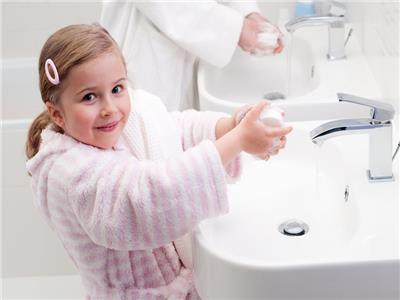حيلة مبتكرة لتعليم الأطفال ضرورة غسل اليدين
