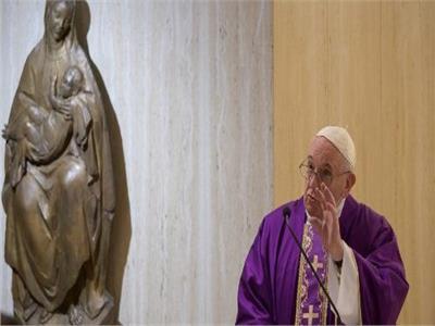 البابا فرنسيس يصلي من اجل العائلات التي تعاني من كورونا