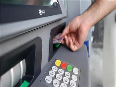 البنك المركزي يقرر رفع قيمة السحب من الصراف الآلي
