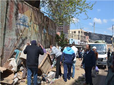 شوارع مدينه بنها و يقود حملة لإزالة الإشغالات والباعة