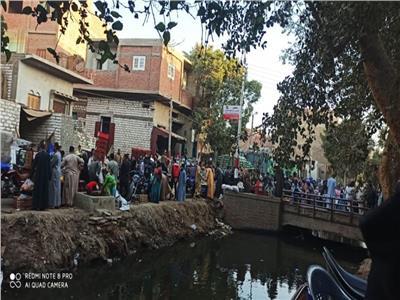 سوق قرية البدرمان لا يبالي بقرار مجلس الوزراء