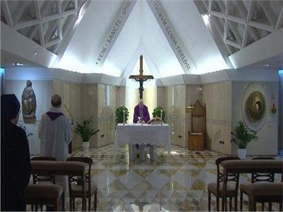 """البابا فرنسيس يصلي لعائلات ضحايا """" كورونا"""""""