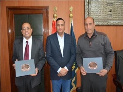 الدكتور أيمن مختار مع أشرف بكر وأحمد هلال