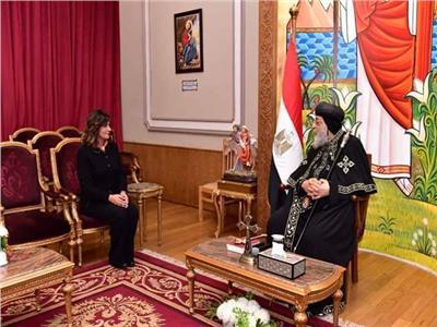 وزيرة الهجرة مع البابا تواضروس