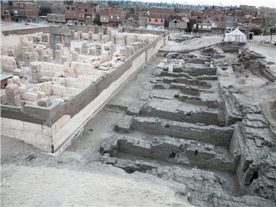 الكشف عن ودائع أساس ومخازن معبد رمسيس الثاني بأبيدوس