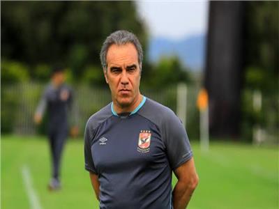طارق سليمان يدافع عن لاسارتي: حقق الدوري الأصعب في النادي الأهلي