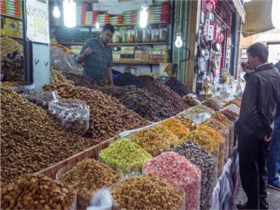 رغم الكورونا.. إقبال على شراء سلع رمضان