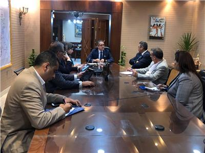 وزير السياحة يلتقي برئيس الجهاز المركزي للتنظيم لتنمية الموارد البشرية بالقطاع
