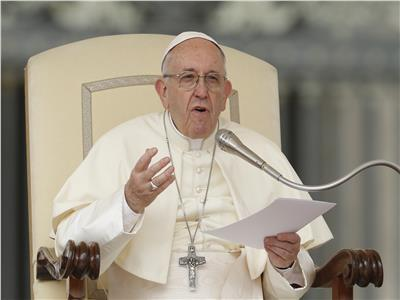 البابا فرنسيس يصلي من أجل الشمامسة
