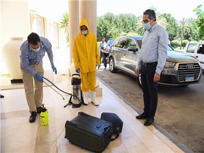 وزير السياحة و الاثار يتفقد العيادات الطبية بفنادق البحر الأحمر