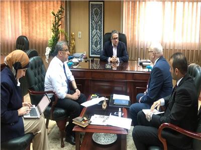 وزير السياحة و الآثار يناقش سلامة الصحة و الغذاء