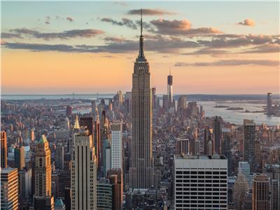 «كورونا» يقتحم منازل نيويورك ويصيب الملتزمين