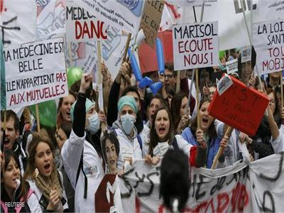 تظاهرات للأطباء بفرنسا احتجاجاعلى ظروف العمل